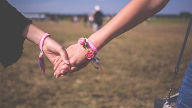 Photo of 6 Thoughtful and Supportive Ways to Help Someone With Breast Cancer